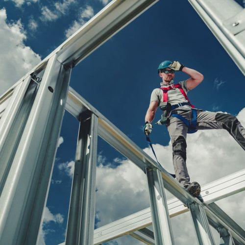 working-using-safety-harness-ZSWUFNL.jpg